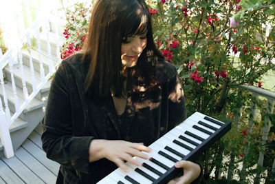 linn with flowers and piano